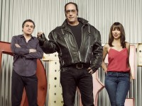 DICE – Season 1 – Image ID: DICE_Group_01.R – Pictured (L-R): Kevin Corrigan as Milkshake, Andrew Dice Clay as himself, and Natasha Leggero as Carmen – Photo Credit: © 2015 Brian Bowen Smith/Showtime.